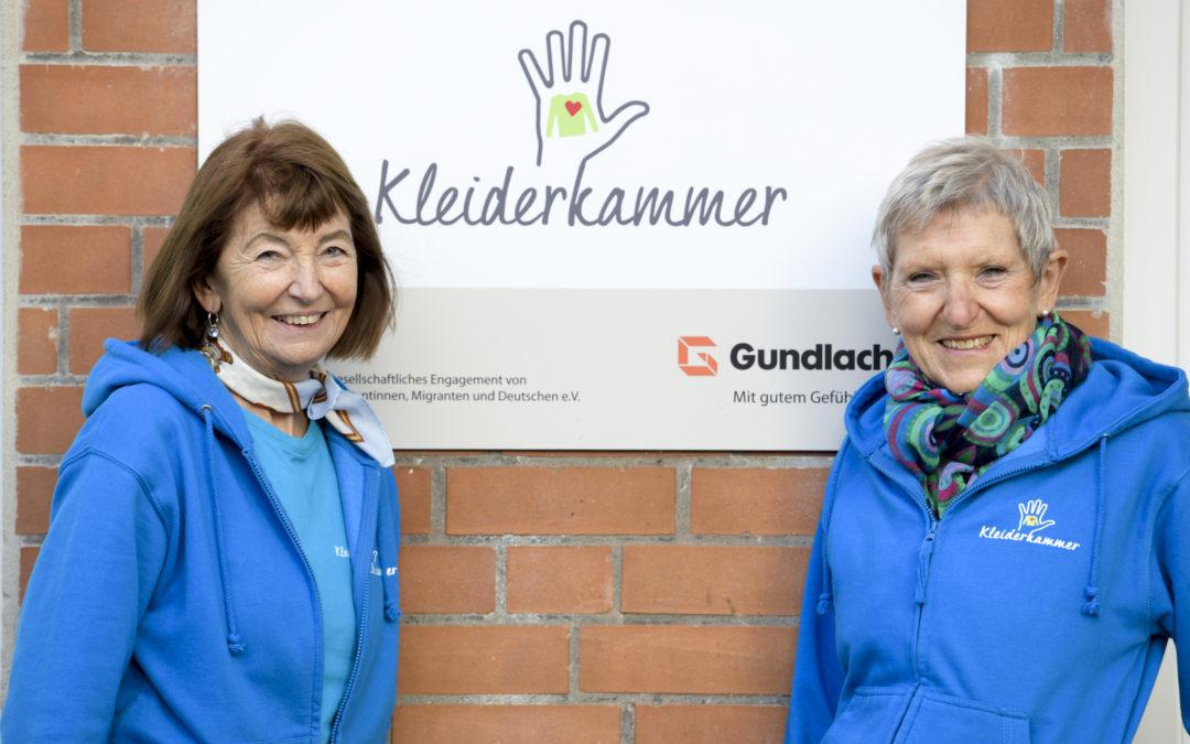 Bergith Franke und Erika Gundlach-Schröter von der gEMiDe Kleiderkammer